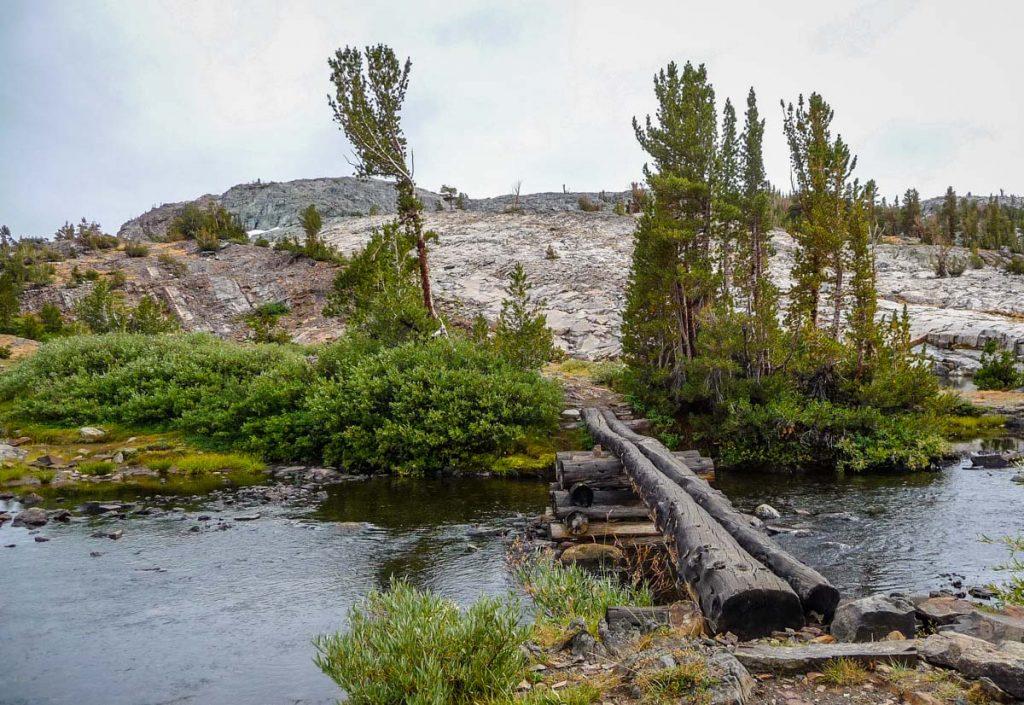 Log bridge by Thousand Island Lake