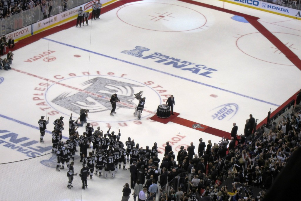 Jonathan Quick raises the Conn Smythe Trophy