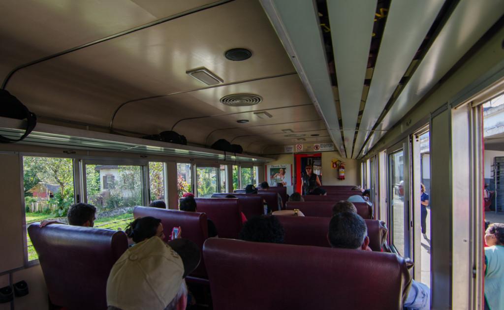 Serra Verde Express, tourist class train