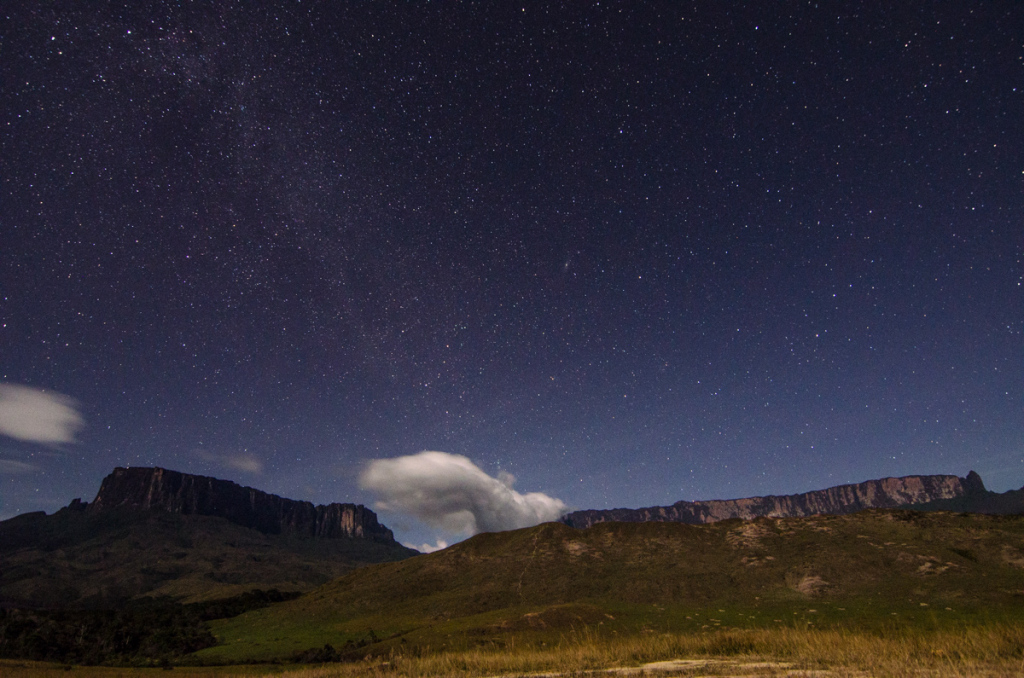 Kukenan and Roraima under the stars