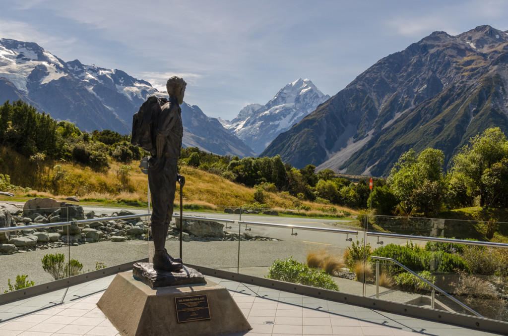 Statue of Edmund Hillary, close to Mount Cook