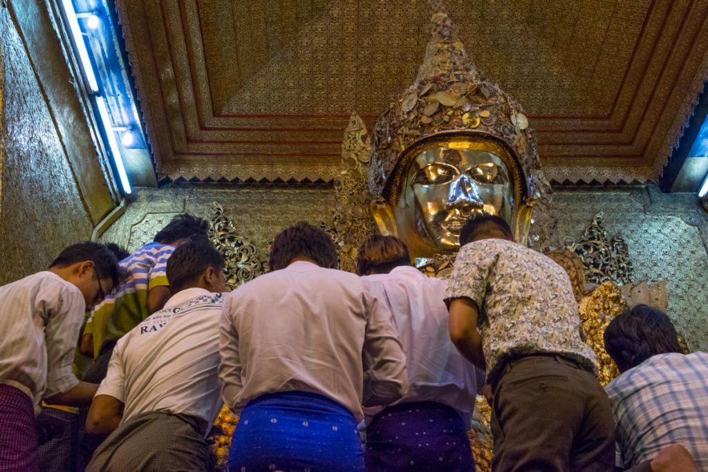 Mahamuni Buddha statue, Mandalay