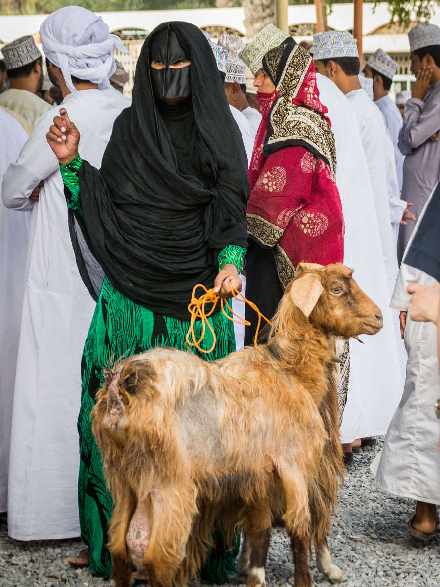 The Goat Market in Nizwa, Oman | Kevin's Travel Blog